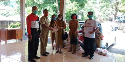 Bantuan Sembako Beras bagi Pengerajin Terdampak COVID-19 Desa Gitgit