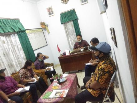 Rapat Rutin Staf Perbekel Gitgit di Awal Bulan Desember