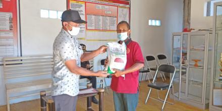 Pendistribusian 20 Paket Beras PPKM Darurat KEMENSOS
